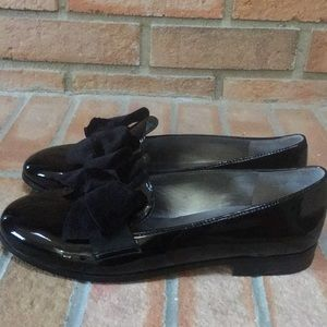🌺New! Bandolino Lomb Black Patent Loafers w/ Bow